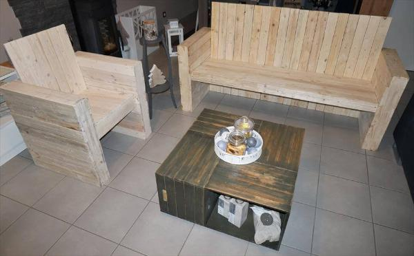 Wooden pallet bistro style seating set