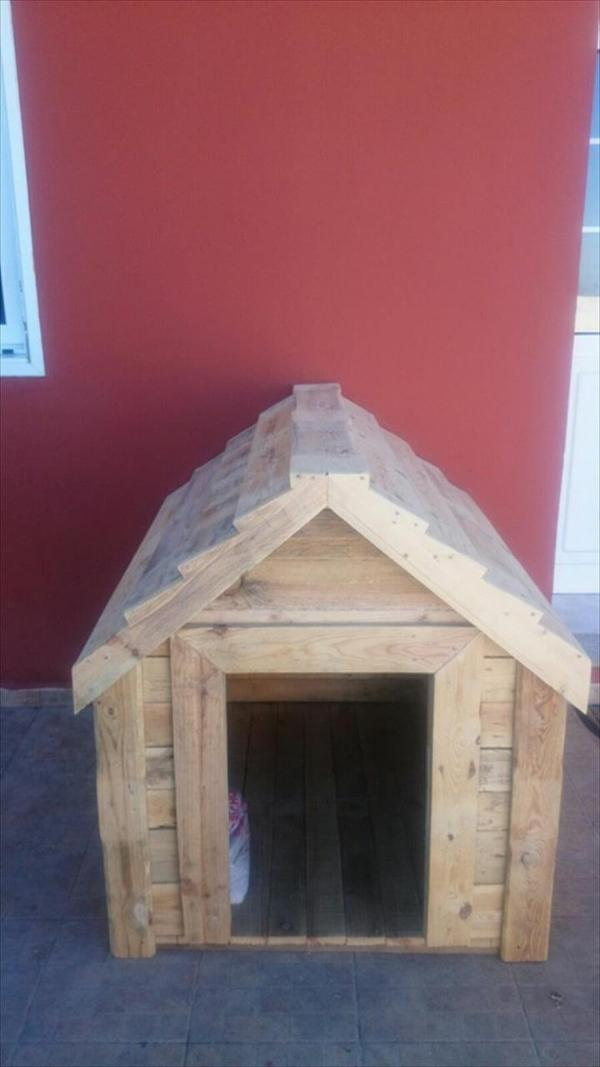 repurposed wooden pallet dog kennel