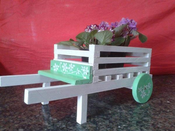 recycled pallet wheelbarrow