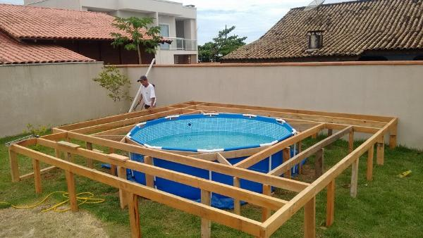 installing-pallet-swimming-pool