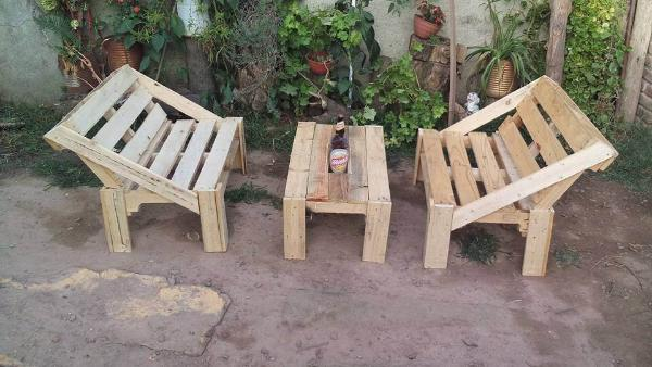 Repurposed recycled pallet outdoor furniture set