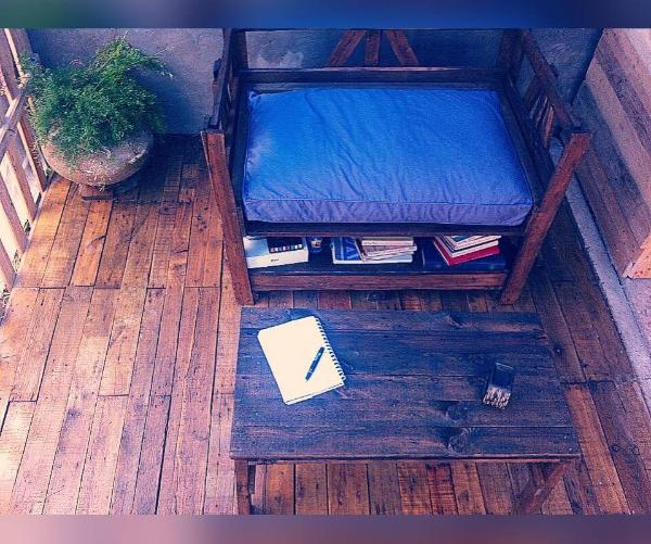 Recycled pallet table and chair