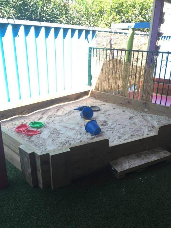 handmade pallet sandbox