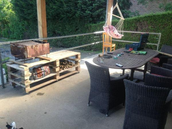 upcycled wooden pallet BBQ grill table