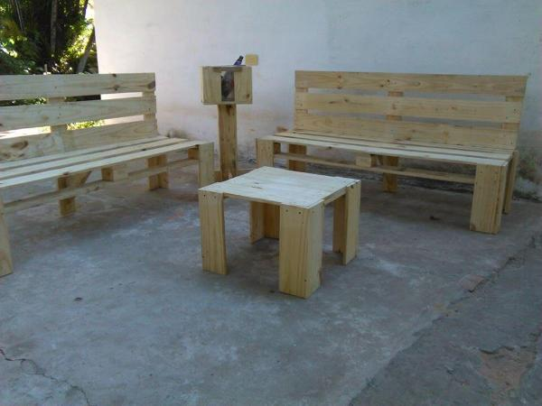 sturdy wooden pallet sitting set