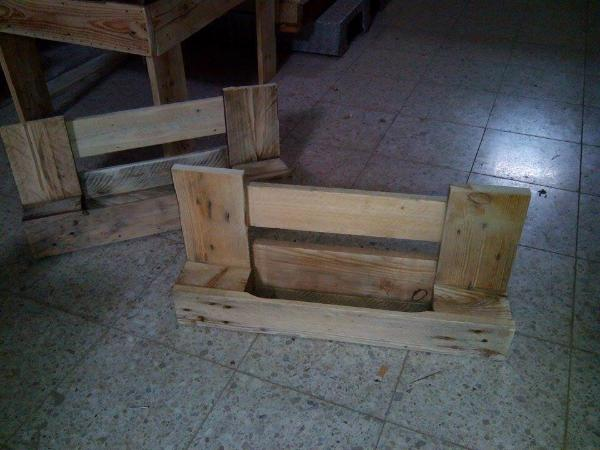 low-cost wooden pallet shelves