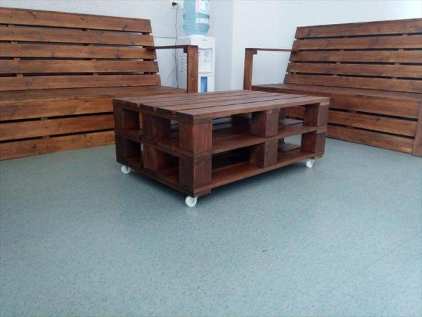 Repurposed pallet seating set