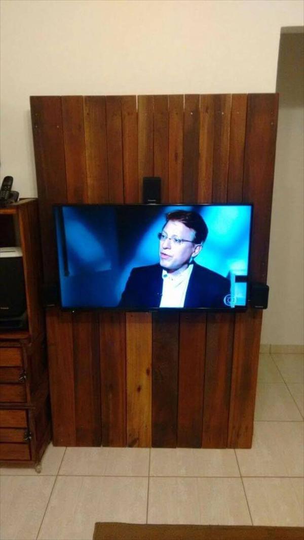 diy pallet tv panel