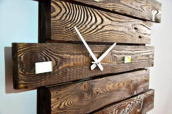Wall Clock Made of Pallets – 101 Pallets