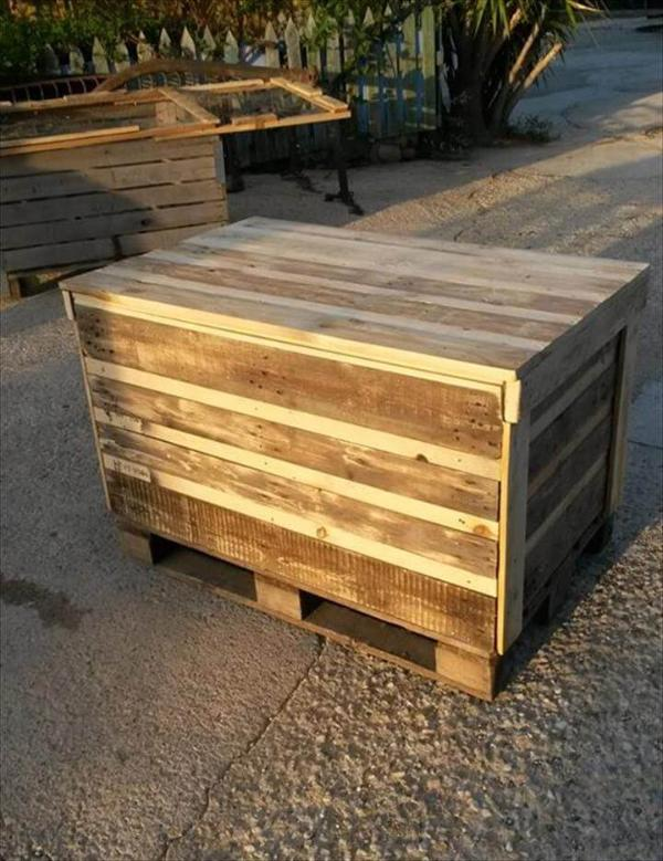 recycled pallet rustic wooden chest