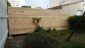 DIY Pallet Garden / Backyard Fence Wall