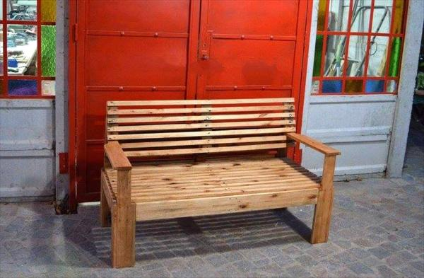 no-cost pallet sitting bench