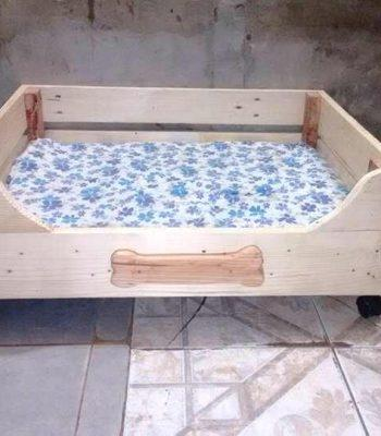 low-cost yet sturdy wooden pallet dog bed