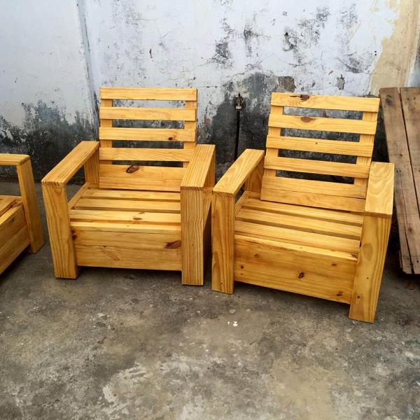 reclaimed pallet single chairs