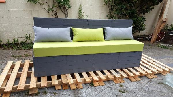 amazing wooden pallet cushioned outdoor bench