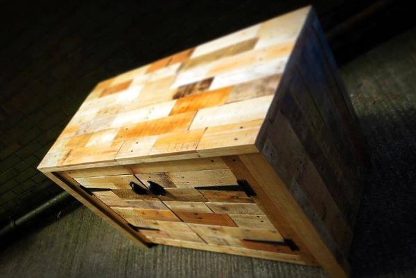 pallet sideboard having different colors of wood