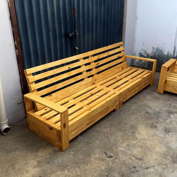 beefy wooden pallet sofa design