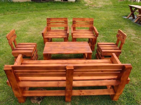 no-cost wooden pallet garden sitting set