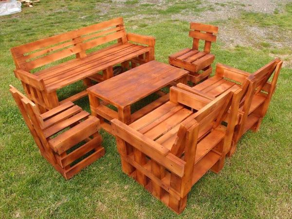 upcycled wooden pallet garden sitting set