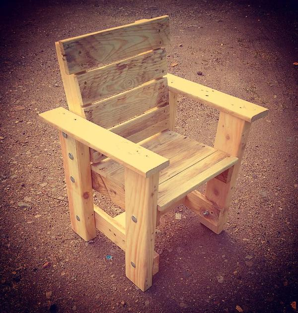 wooden pallet toddler chair