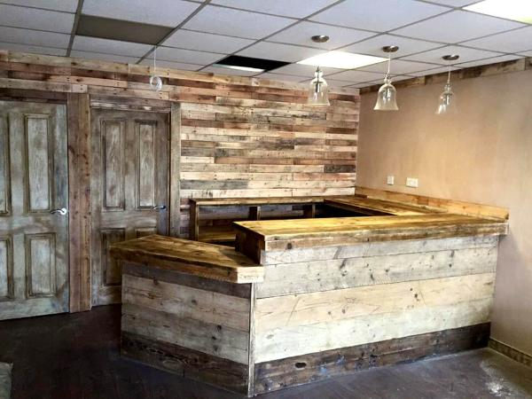 Exceptional Wooden Pallet Large Indoor Bar