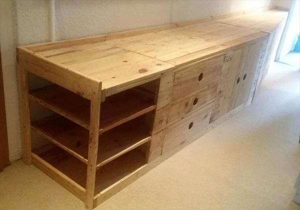 super sturdy pallet entryway bench with storage in the seat