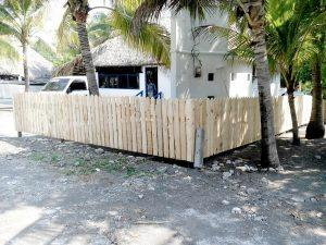 Pallet Fence – DIY Privacy Fence on a Budget