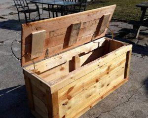 diy wooden pallet chest