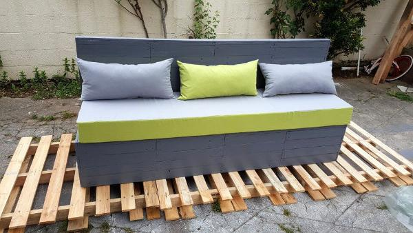 grey and green pallet outdoor cushioned seat