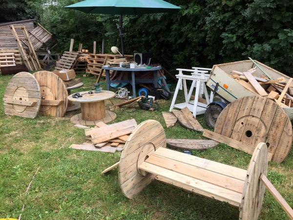 how to install bench out of pallets and spool wheels