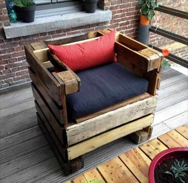 upcycled pallet cushioned chair