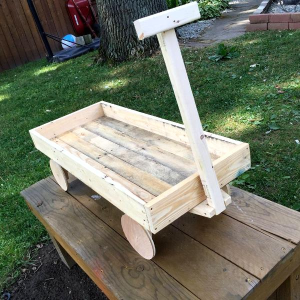 Pallet wood wagon for kids 101 pallets for Toy pallets