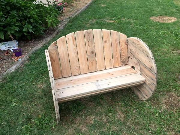Diy Pallet And Spool Wheel Garden Bench 101 Pallets