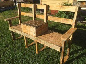 DIY Pallet Garden Bench with Cooler
