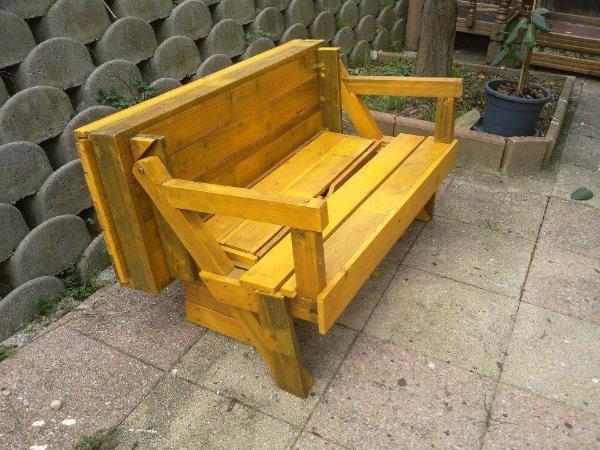 Wooden pallet folding bench