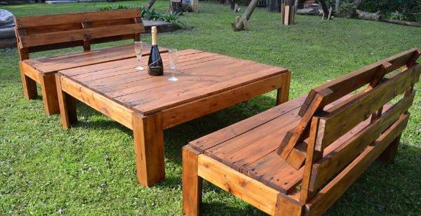 Wooden pallet outdoor seating set