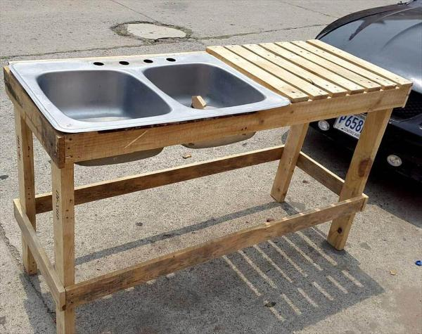 Wooden pallet sink unit