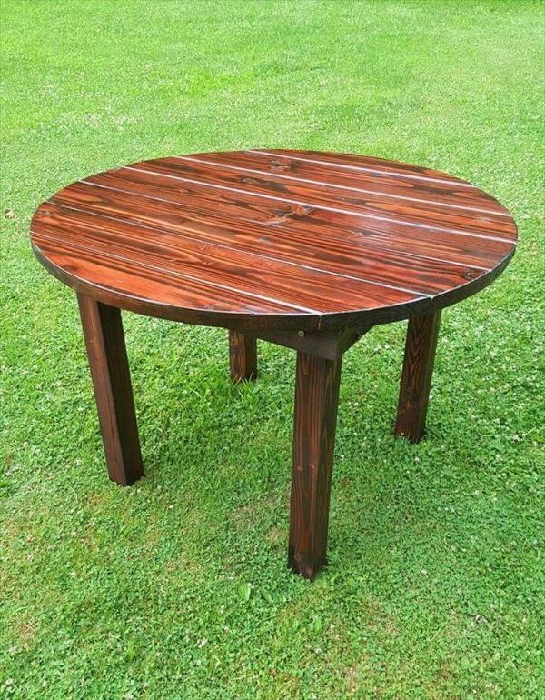 Wooden pallet round top dining table