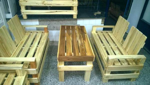 Re-purposed pallet patio seating set