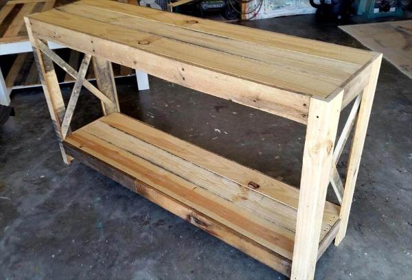 Recycled pallet entryway table