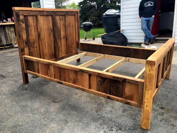 repurposed wooden pallet bed