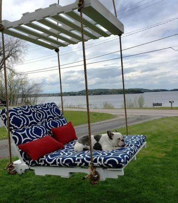 self-made pallet lounge swing
