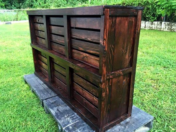 Recycled pallet and crate dresser