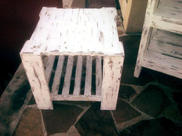 cute and small pallet coffee table