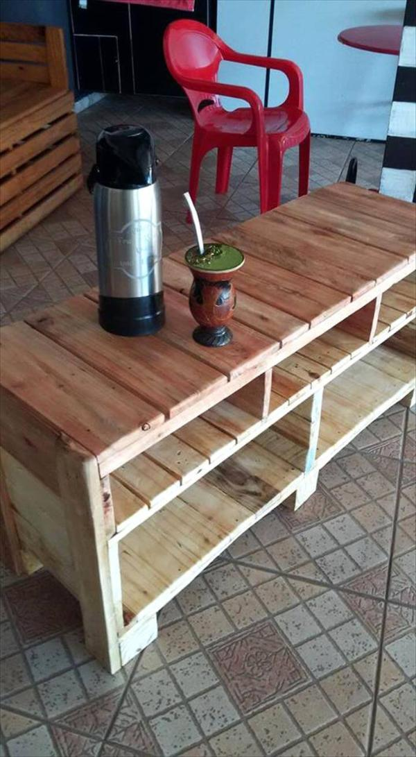 no-cost wooden pallet media console or TV stand