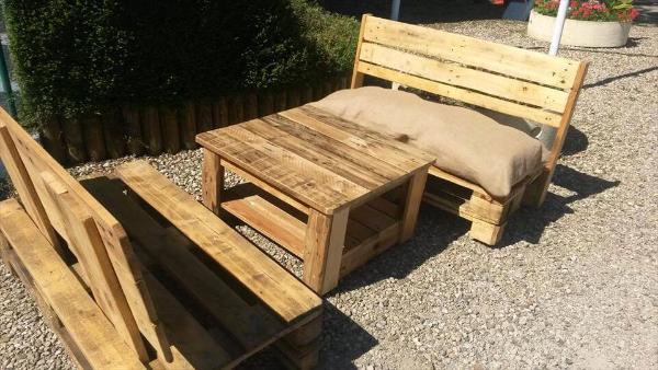 simple pallet outdoor seating