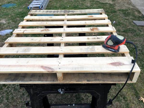 sanding of pallets