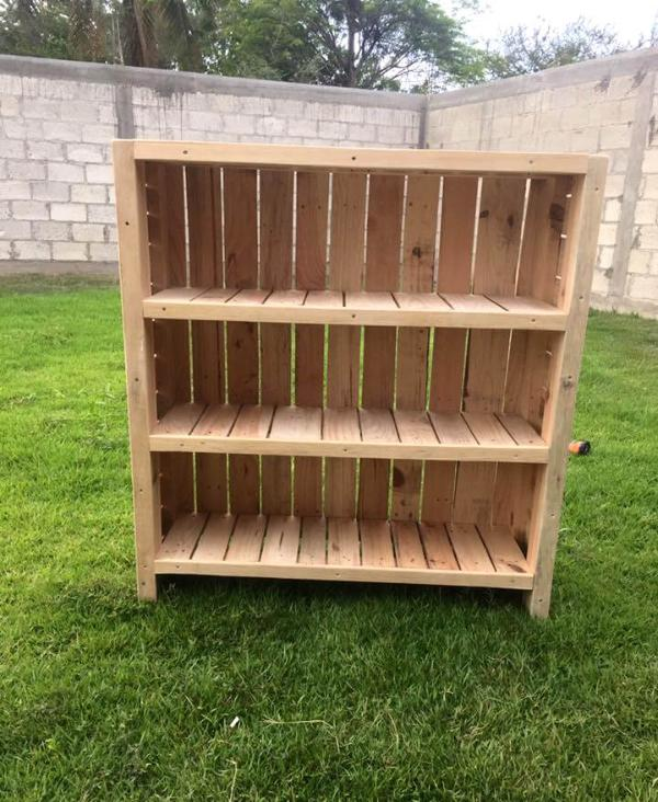 pallet-made bookcase