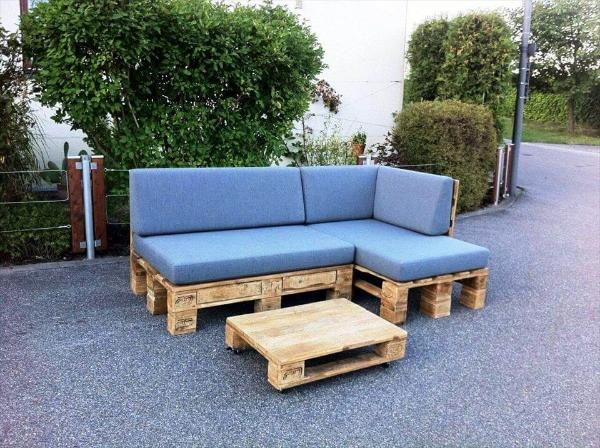 blue cushioned pallet L-sofa with one pallet coffee table