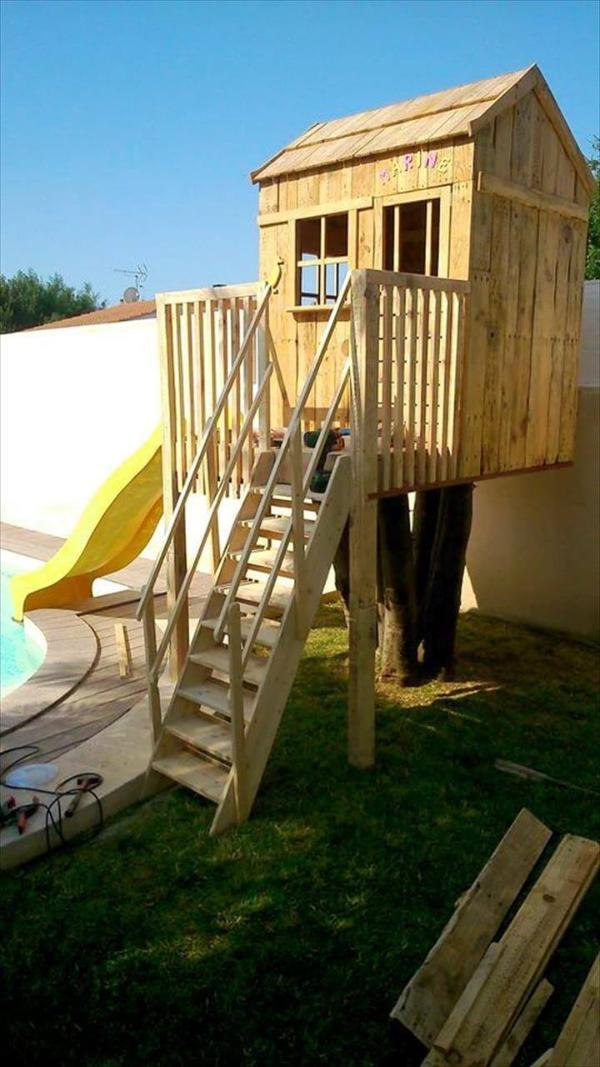 Handmade pallet play house for kids